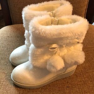 Girls boots with faux fur. Worn once!